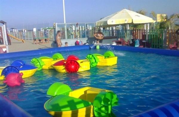 Noleggio piscina con barchette - Poltrone gonfiabili per piscina ...